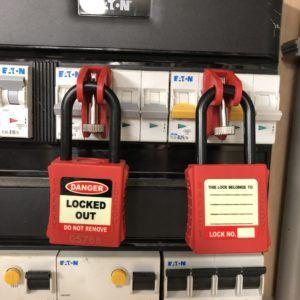 AMW Lockout Universele automaten vergrendeling rood 8719724000402